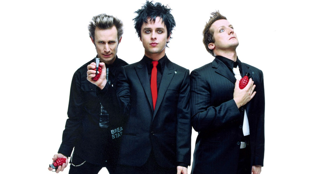 WATCH GREEN DAY PLAY LIVE ON THE STAGE OF AMA 2016!